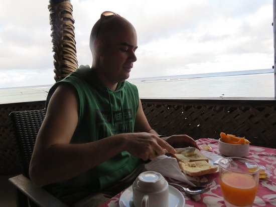 Manuia Beach Resort: Breaky