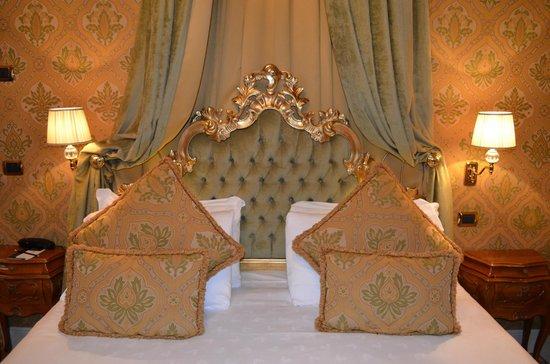 Palazzo Paruta: Notre suite, Déco typiquement Venitienne