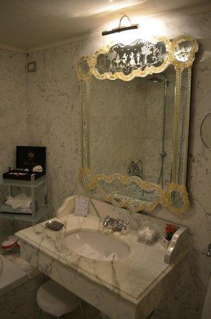 Palazzo Paruta: La salle de bains, décoration typiquement Venitienne