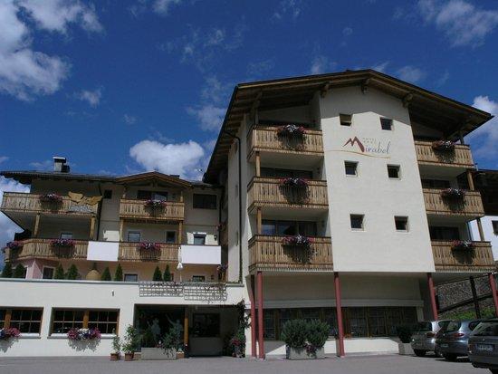 Hotel Mirabel: La facciata dell'albergo