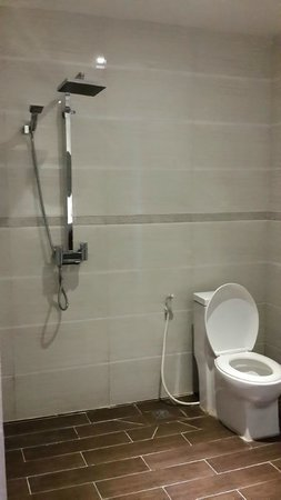 Le Grand Mekong: Big but a bit basic bathroom