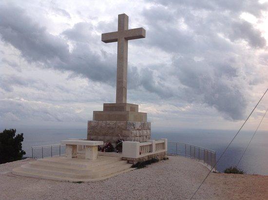 Mount Srđ: 頂上の十字架