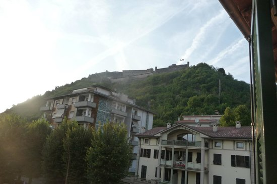 Hotel Al Castello: Vue sur la forteresse de Gavi