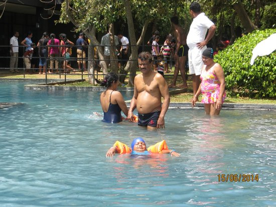 Heritance Kandalama: Enjoying one of the Pools