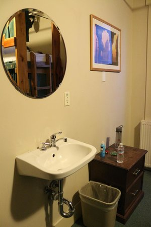 The Green Tortoise Hostel: sink in room