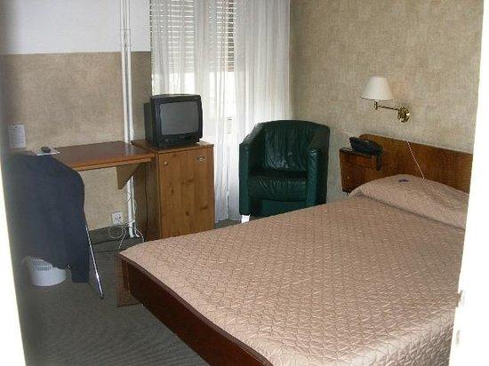 Hotel Moderne : Room 2