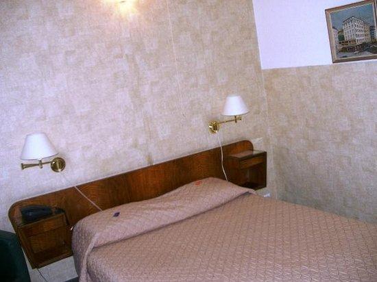 Hotel Moderne : Room 1