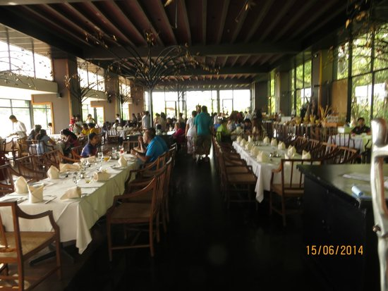 Heritance Kandalama: Spacious Restaurant