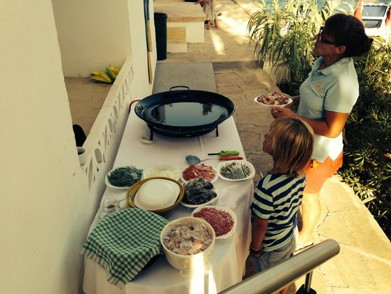 Paella preparation with the kids at Casa Ceiba Maria
