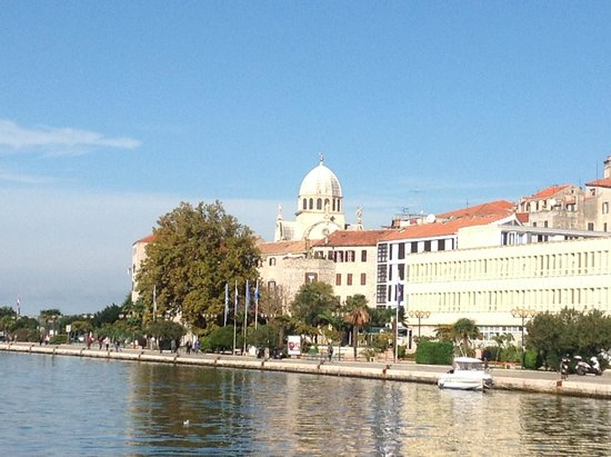The Cathedral of St James in Sibenik: 港から見える大聖堂