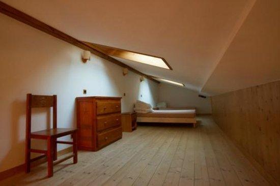 Madame Vacances Residence Les Jardins de la Vanoise : La mezzanine (chambre du haut) avec vue sur la montagne