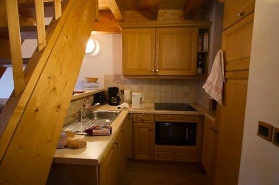 Madame Vacances Residence Les Jardins de la Vanoise : La cuisine équipée