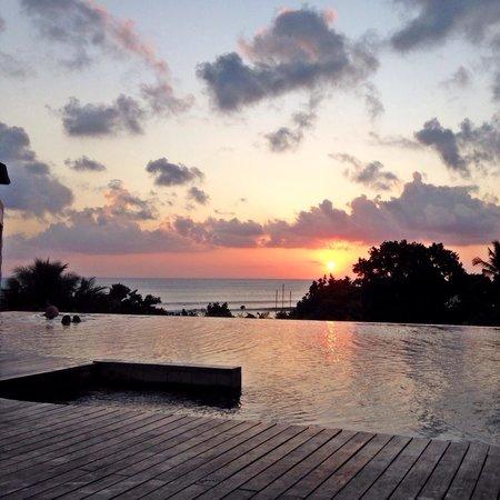 Pullman Bali Legian Nirwana : Sunset at infinity pool