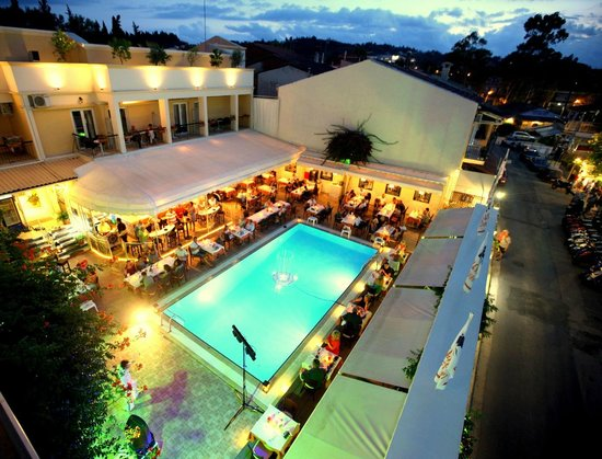 Hotel Telesilla: Swimming pool area by night