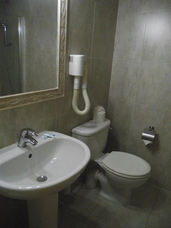 Soreda Hotel : Bathroom