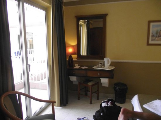 Soreda Hotel : Dressing Table