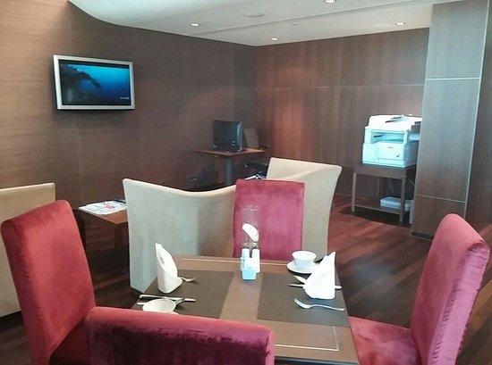 Sheraton Porto Hotel & Spa: Salle pour dejeuner