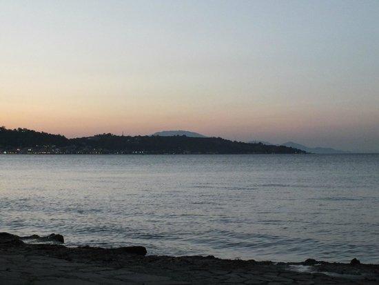 Contessa Hotel: Beach in the evening