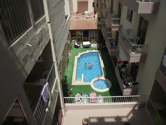 Soreda Hotel: Downstairs pool