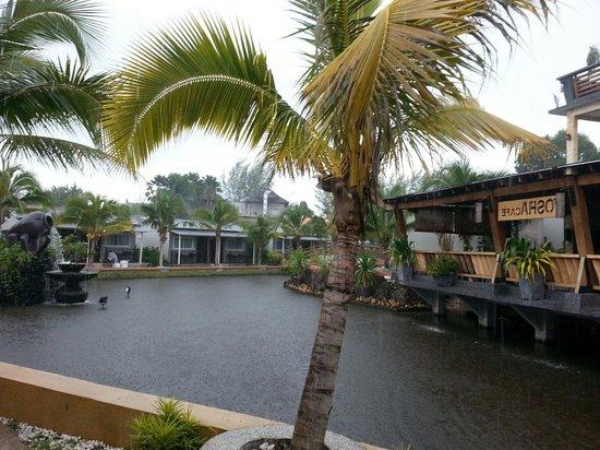 Airis Sanctuary Resort : Vue depuis la chambre sous la pluie
