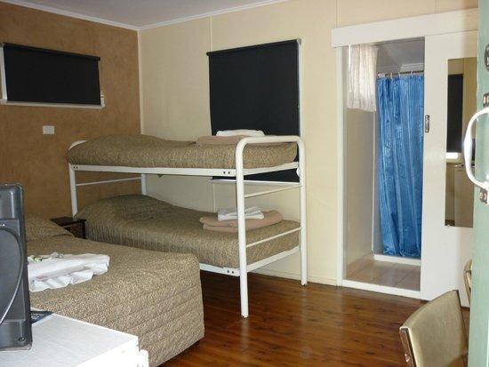 Roma Aussie Tourist Park: Budget Motel 4 Berth