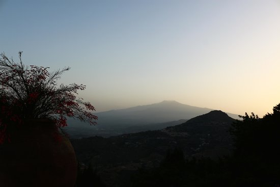 Hotel Villa Ducale : View of Etna from our terrace.