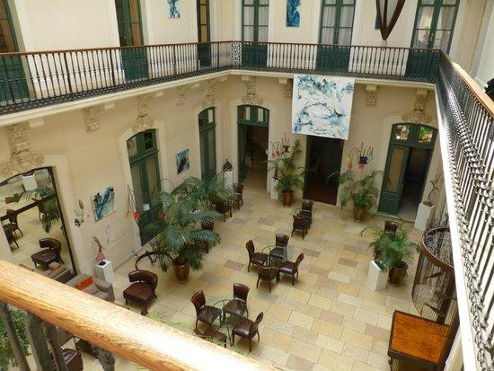 Le Grand Hotel: hall hotel avec entree des chambres