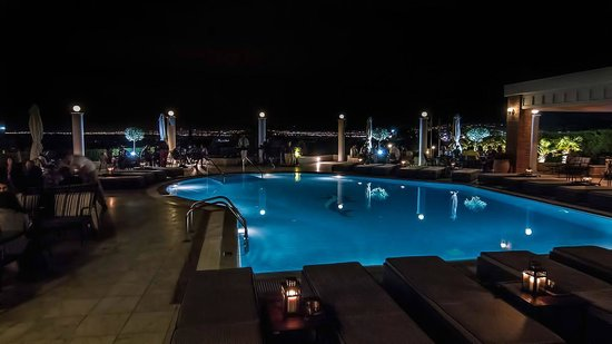 Royal Hotel: Pool Bar by night
