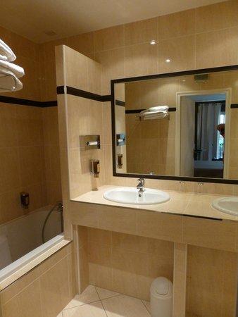 Le Grand Hotel: salle de bain