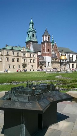 Wawel Royal Castle: the square in Wawel,