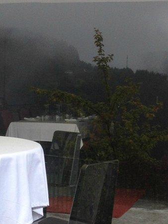 Kiloterdi Txokoa Ellauri: tables sur la terrasse