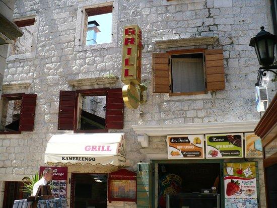 Weltkulturerbestätte Trogir: wszechobecne banery