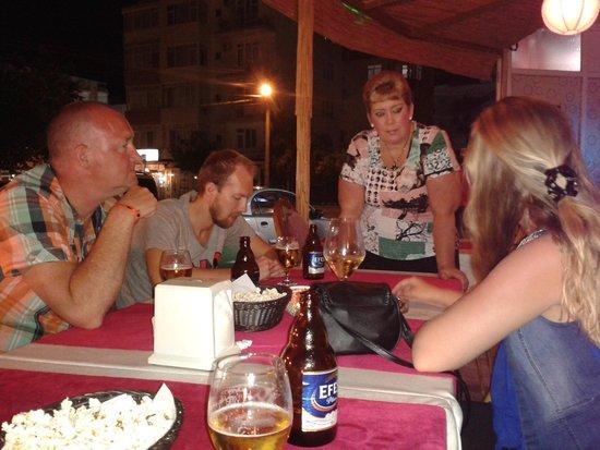 Remember me Restaurant & Bar: spontane Nederlandse eigenaresse komt ons even bedienen.