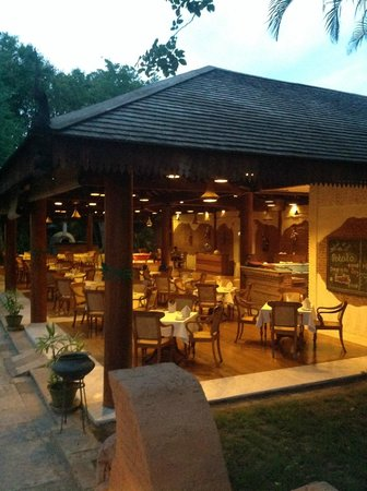 The Hotel at Tharabar Gate : THE ONE AND ONLY RESTAURANT BY NIGHTFALL