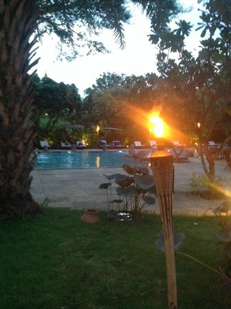 The Hotel at Tharabar Gate : TORCH LIT ATMOSPHERE ADDING TO THE AMBIENCE OF THE PLACE BY NIGHTFALL