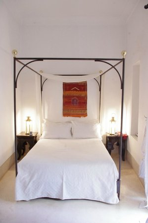 Riad Hayati: My super comfy four poster bed