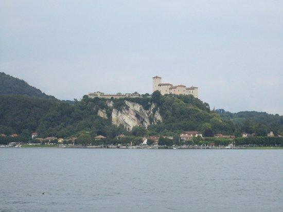 Rocca di Angera: vista da Arona