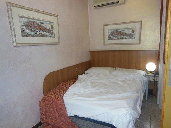 Hotel Piave: Camera letto alla francese