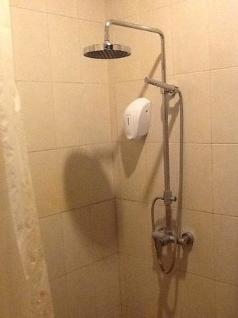 Uppala Villa Seminyak : average small bathroom