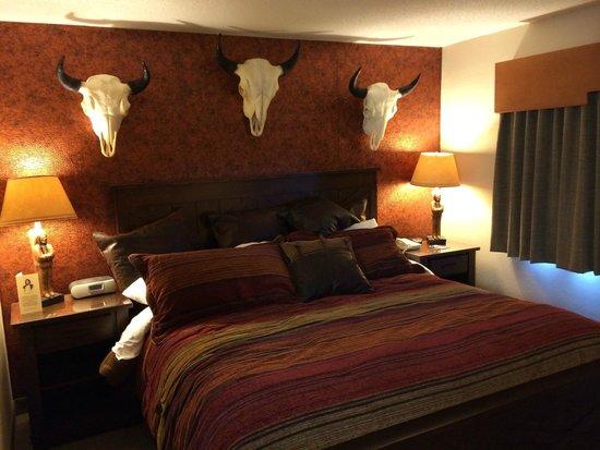 AmericInn Lodge & Suites Wabasha: King Bed in Chief Wapasha Suite