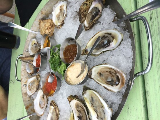 Waterfront Warehouse Restaurant: Platter of Malpec, Beauséjour and northnova oysters and sauces