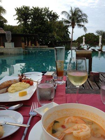 Paradee Resort & Spa Hotel: Ужин у бассейна
