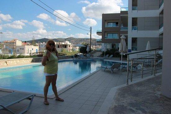 Nautilus Bay Hotel : У бассейна