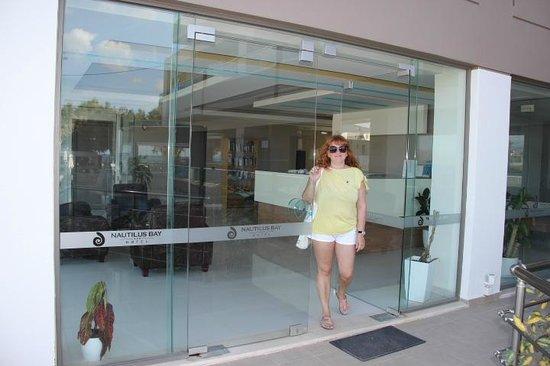 Nautilus Bay Hotel : Вход в отель