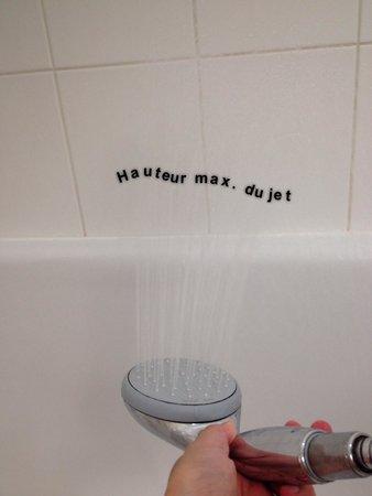 Hotel Ibis Site du Futuroscope : Impossible de se laver les cheveux en moins d'une demi-heure...en plus l'eau chaude est aléatoir