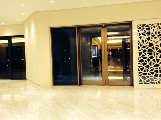 JA Jebel Ali Beach Hotel: Entrance to hotel