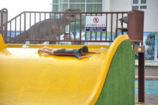7th Floor Ksl Resort 33 Jalan Seladang Taman Abad Johor Bahru 80250 Malaysia Operating Hours Of The Water Theme Park