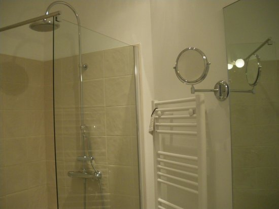 Hotel Saint Louis: salle de bain