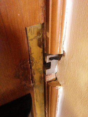 Jaypee Residency Manor: A door lock that falls apart