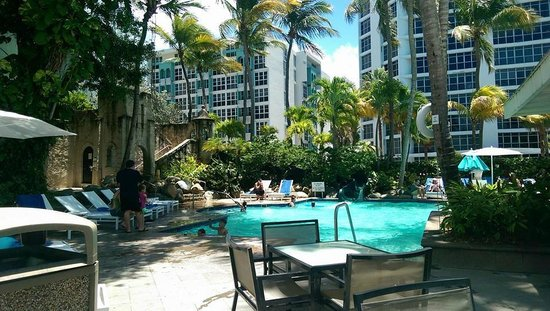 The Condado Plaza Hilton: Pool at the hotel